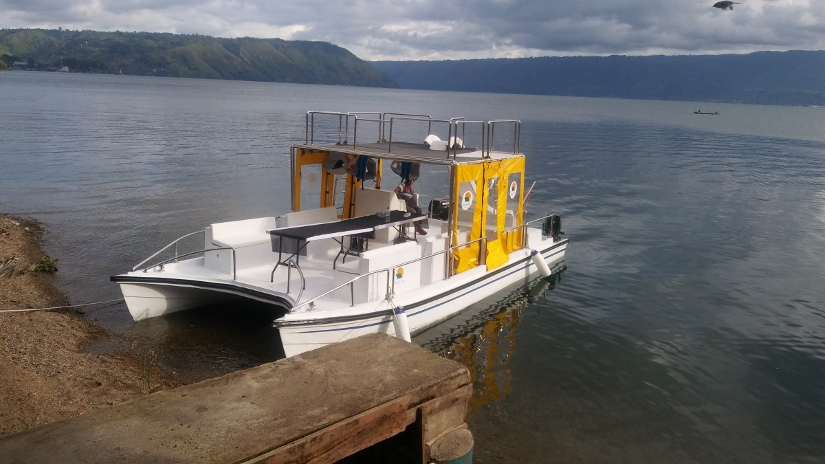 Danau Toba Cottage Catamaran