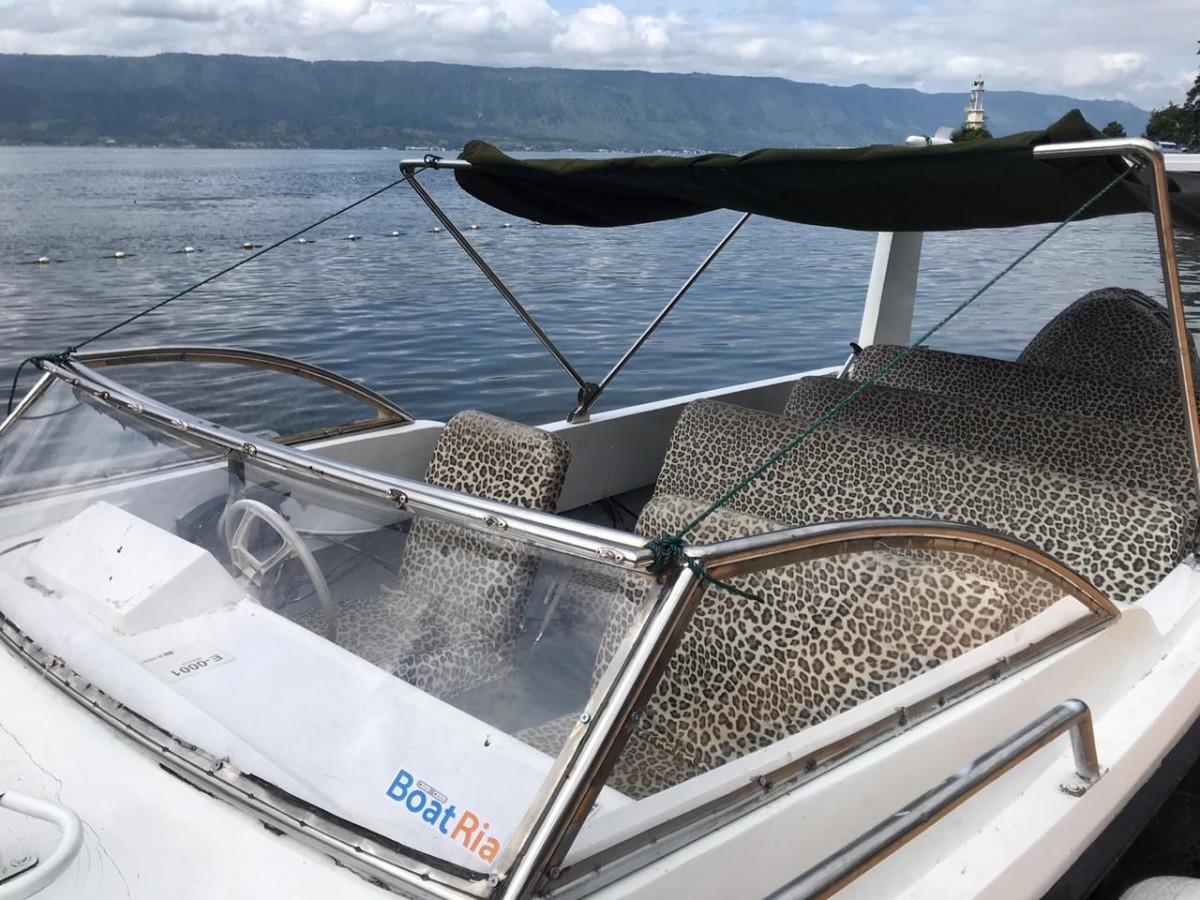 Sandos Boat Trip Parapat - Ambarita