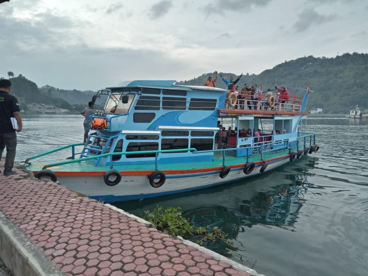 KM. Natio Tour Parapat to Batu Gantung